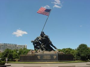 US FLAG    MEMORIAL DAY          640px-US_Marine_Corps_War_Memorial_(Iwo_Jima_Monument)_near_Washington_DC